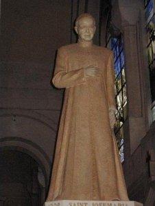 La imagen de san Josemaría está situada en la capilla dedicada a la Virgen