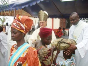 Durante la ceremonia de consagración de la iglesia