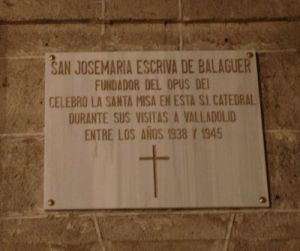 Placa colocada en la catedral de Valladolid