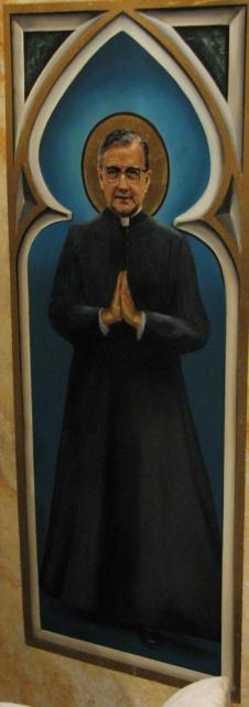 A la derecha del altar de la iglesia se encuentra esta pintura de san Josemaría Escrivá