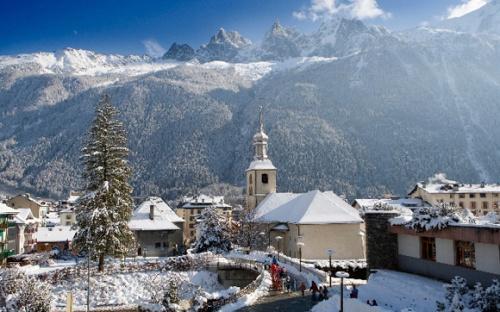 Iglesia de chamonix en pleno invierno