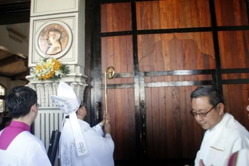 El obispo consagra la iglesia de san Josemaría en Gerona